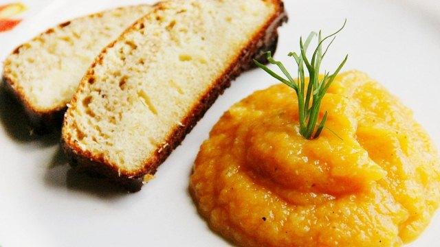 хлеб и кабачковая икра