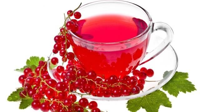 красная смородина и чашка