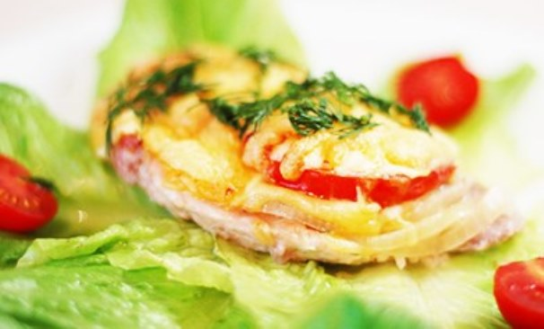 мясо с томатами по-французски