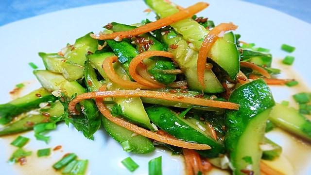 салат из огурцов и морковки