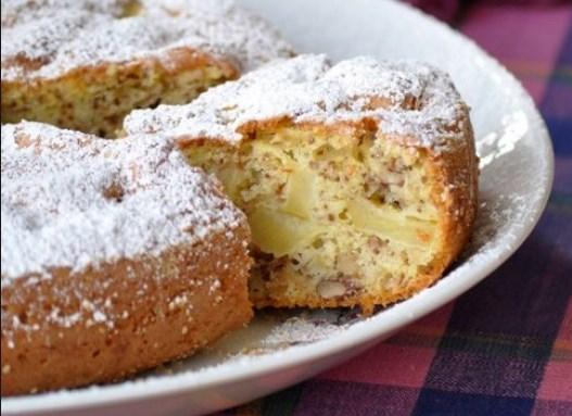 шарлотка яблочно-ореховая с корицей