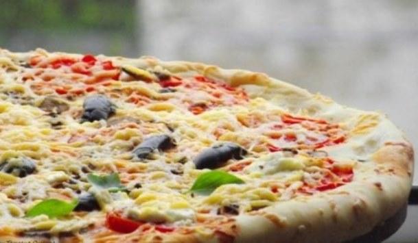 пицца с фетой и оливками