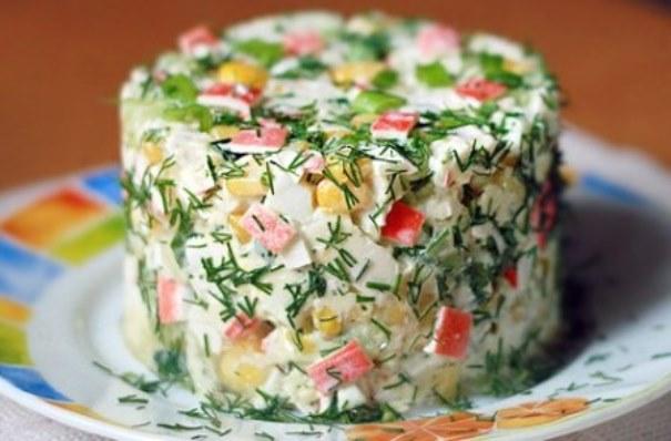 салат из крабовых палочек с огурцом и рисом