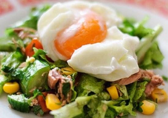 салат с тунцом кукурузой и яйцами