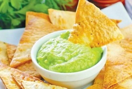 гуакамоле с чипсами