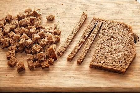 ржаной хлеб кусочками