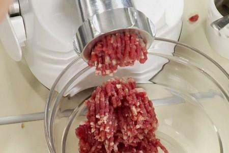 мясо в мясорубке