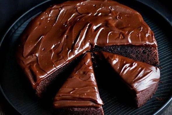 Торт в тарелке