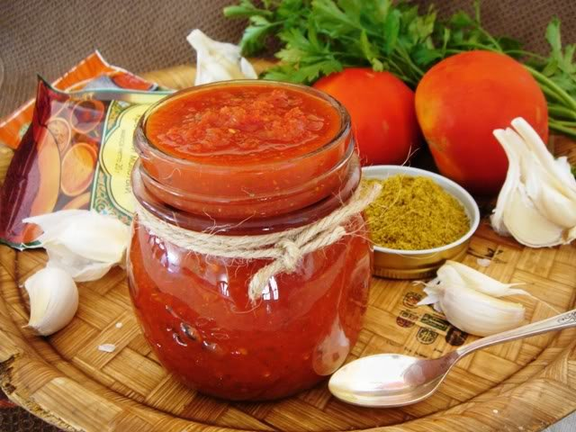 Аджика из помидор и чеснока на зиму с варкой