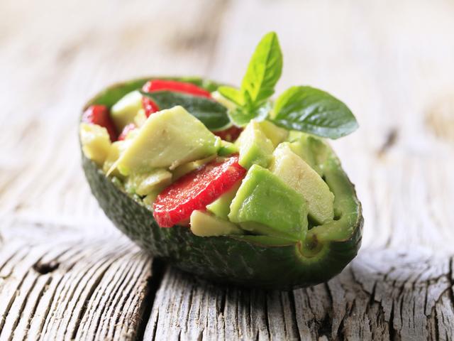 Как есть авокадо в сыром виде