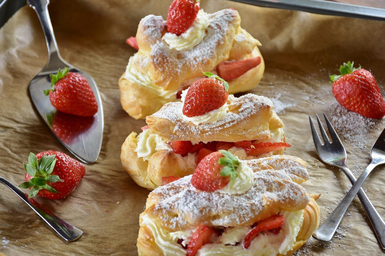 5 рецептов профитролей с закусочными и сладкими начинками