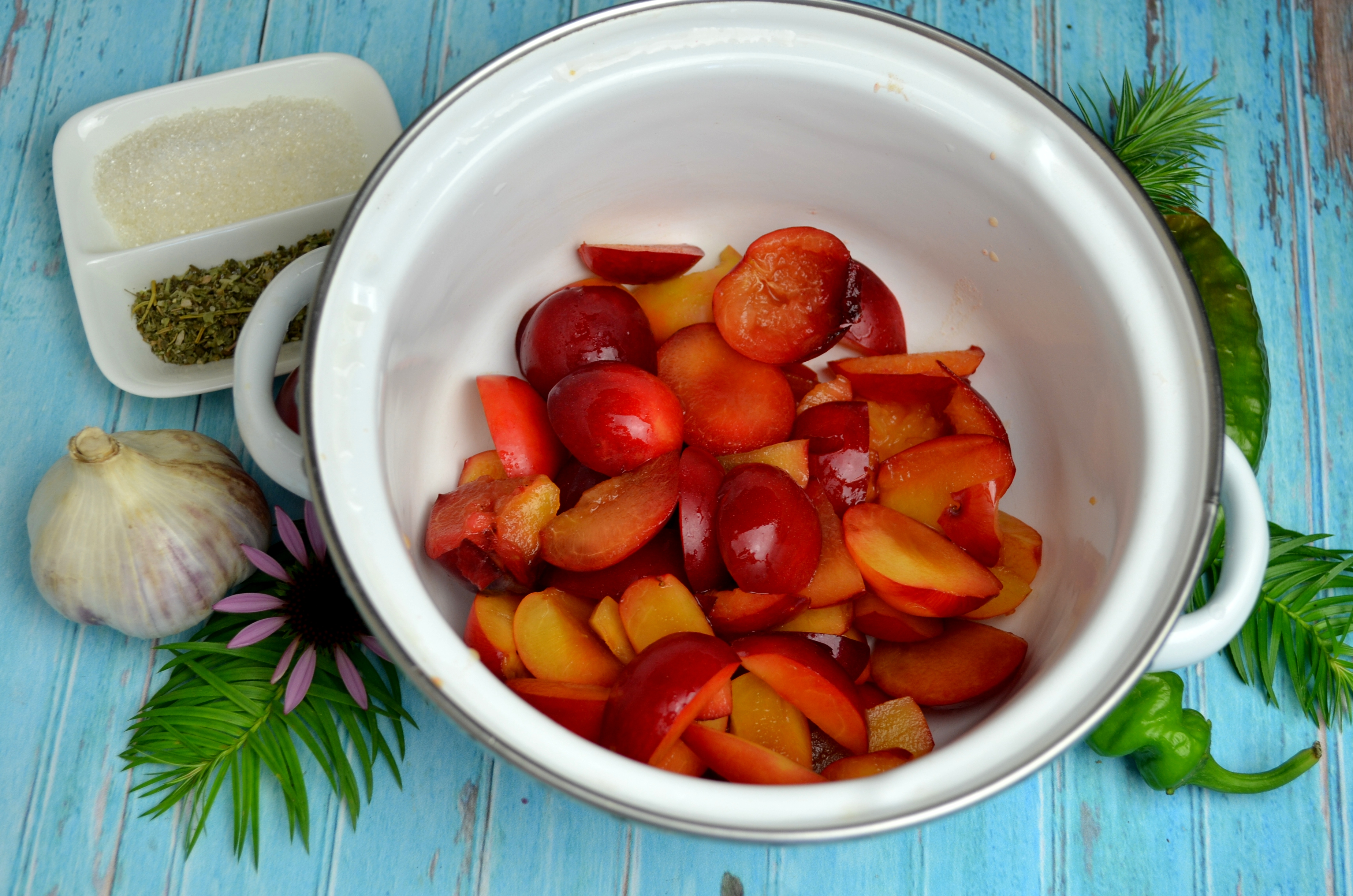 Ткемали из малины и алычи - пошаговый рецепт с фото