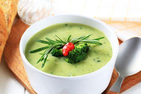 Диетический суп-пюре из капусты брокколи и яблок