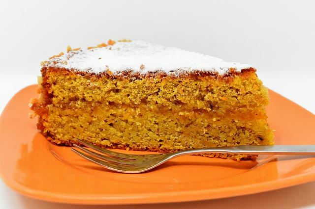 Постное меню: морковный пирог с кардамоном и изюмом