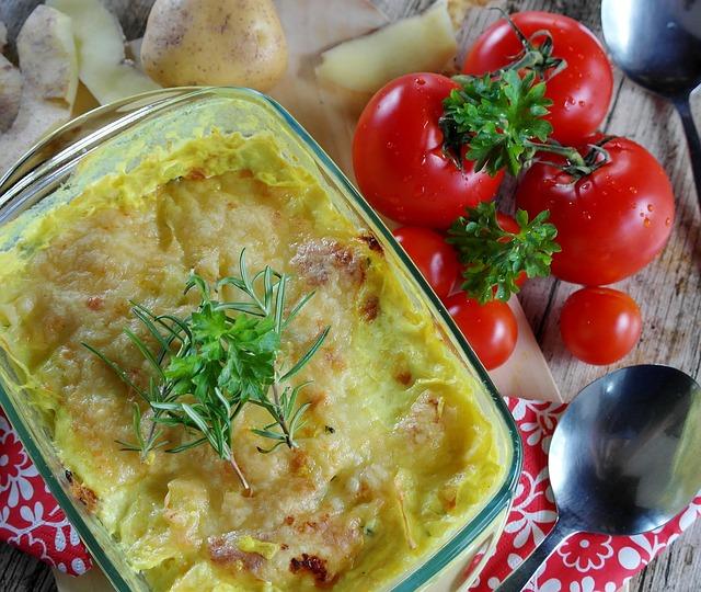 Как приготовить картофельную запеканку с пряной зеленью и французской горчицей?